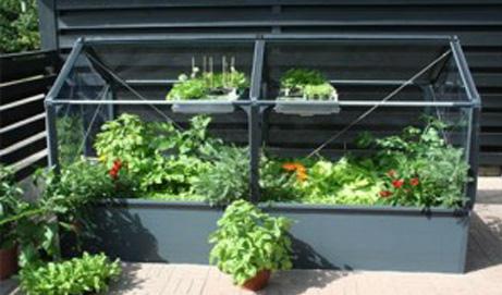 acheter une serre pour votre balcon ou votre terrasse terre et jardin. Black Bedroom Furniture Sets. Home Design Ideas
